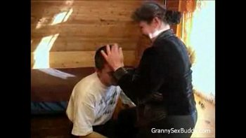 شفهيًا مع حماته بعد أن هجرته زوجته المنحرفة والعاهرة