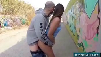 غابي يهاجم بقوة الفتيات اللواتي يدركهن في الأماكن العامة