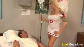 الطبيب الذي يحارب المرضى