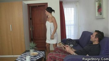 فيلم روماني المثيرة مع جار امرأة سمراء الذي لديه كس شرير