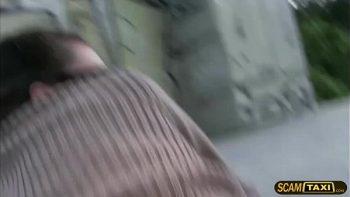 امرأة سمراء مع النظارات يريد اختراق الدهون كس
