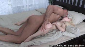 رجولي فاتنة مارس الجنس من الصعب في الفندق