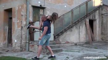 شقراء اتخذت مع japca من الشارع ومارس الجنس في مبنى مهجور