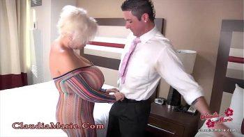 امرأة ناضجة مع ضخمة الثدي مارس الجنس الشرجي