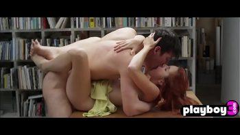 لقد مارس الجنس معها على رفوف المكتبة