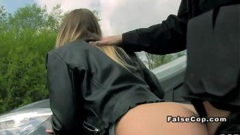 ممرضة مثير استغل من قبل شرطي