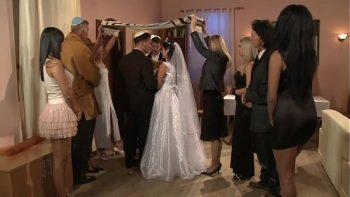 تحصل مارس الجنس مع شقراء كبيرة مع فارس فارس في حفل زفاف يهودي