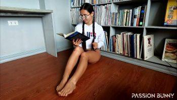 انها تستمني عندما تقرأ الكتب