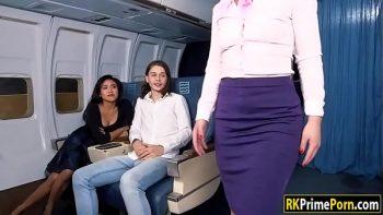 الجنس على متن الطائرة مع مضيفات لطيف