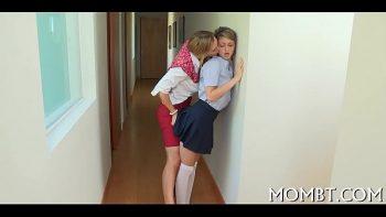 الرجل يجب أن يمارس الجنس مع صديقة شابة وجبهة مورو
