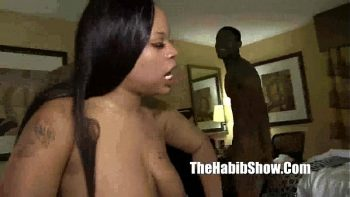امرأة سوداء تحب حقًا ممارسة الجنس مع الرجال الموهوبين