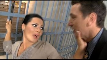 ساندرا رومان مارس الجنس في السجن من قبل زائر
