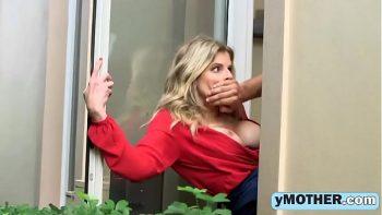 مارس الجنس الجار على الخفية ولكن أيضا على النافذة