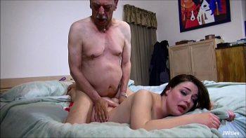 امرأة سمراء مارس الجنس في جميع المواقف من قبل الأحمق