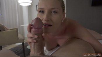 أول تجربة جنسية مع أخته تجعله يمتصها ويمارس الجنس معها