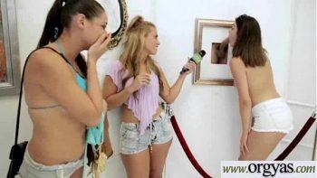 كل الفتيات تريد مصها والرجل يصبر مع كل واحدة منهن