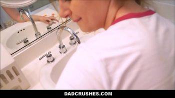 ممرضة مارس الجنس في المرحاض من قبل الطبيب
