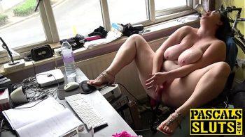 تنضج الدهون في المكتب الذي يعمل فيه