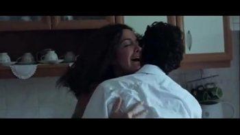 الفتى يمارس الجنس مع خالته لأن قضيبه قد ارتفع