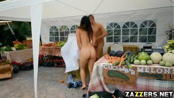 ممارسة الجنس في سوق الفاكهة الكولومبية