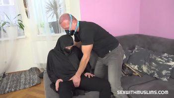العربي يمارس الجنس مع رجل لديه رغبة كبيرة في ممارسة الجنس