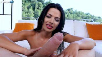 ليلى مع كبير الثدي يحب الديك كبيرة وسميكة لحبيبها أوسكار