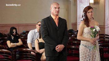 بعد أن يتزوج ، يغادر مع العربدة في الحفلة
