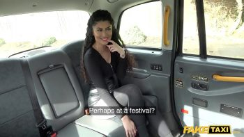 الخير يمارس الجنس مع سائق سيارة أجرة كمكافأة